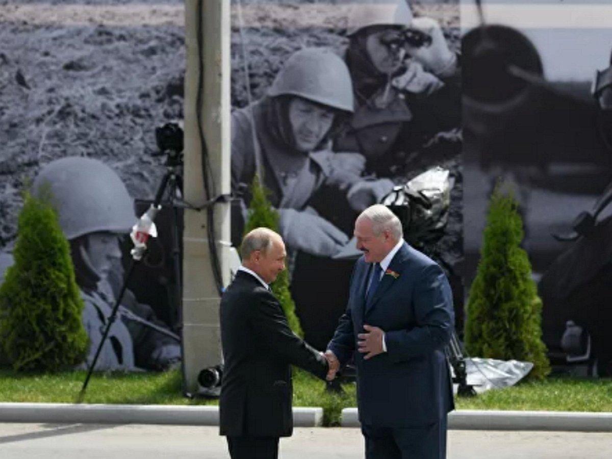 Путин и Лукашенко открыли мемориал Советскому солдату