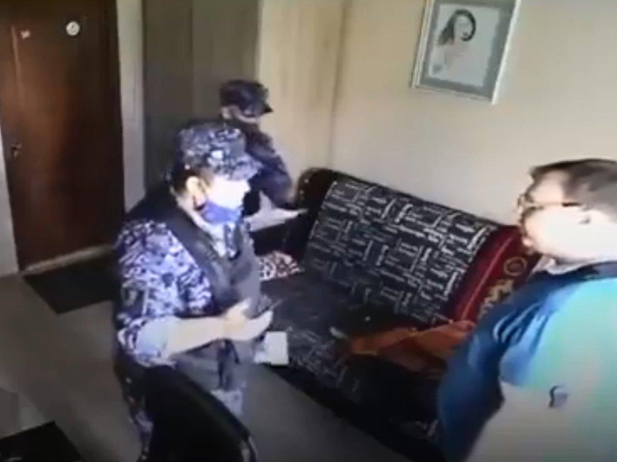 Росгвардеец угрожал мужчине подкинуть наркотики
