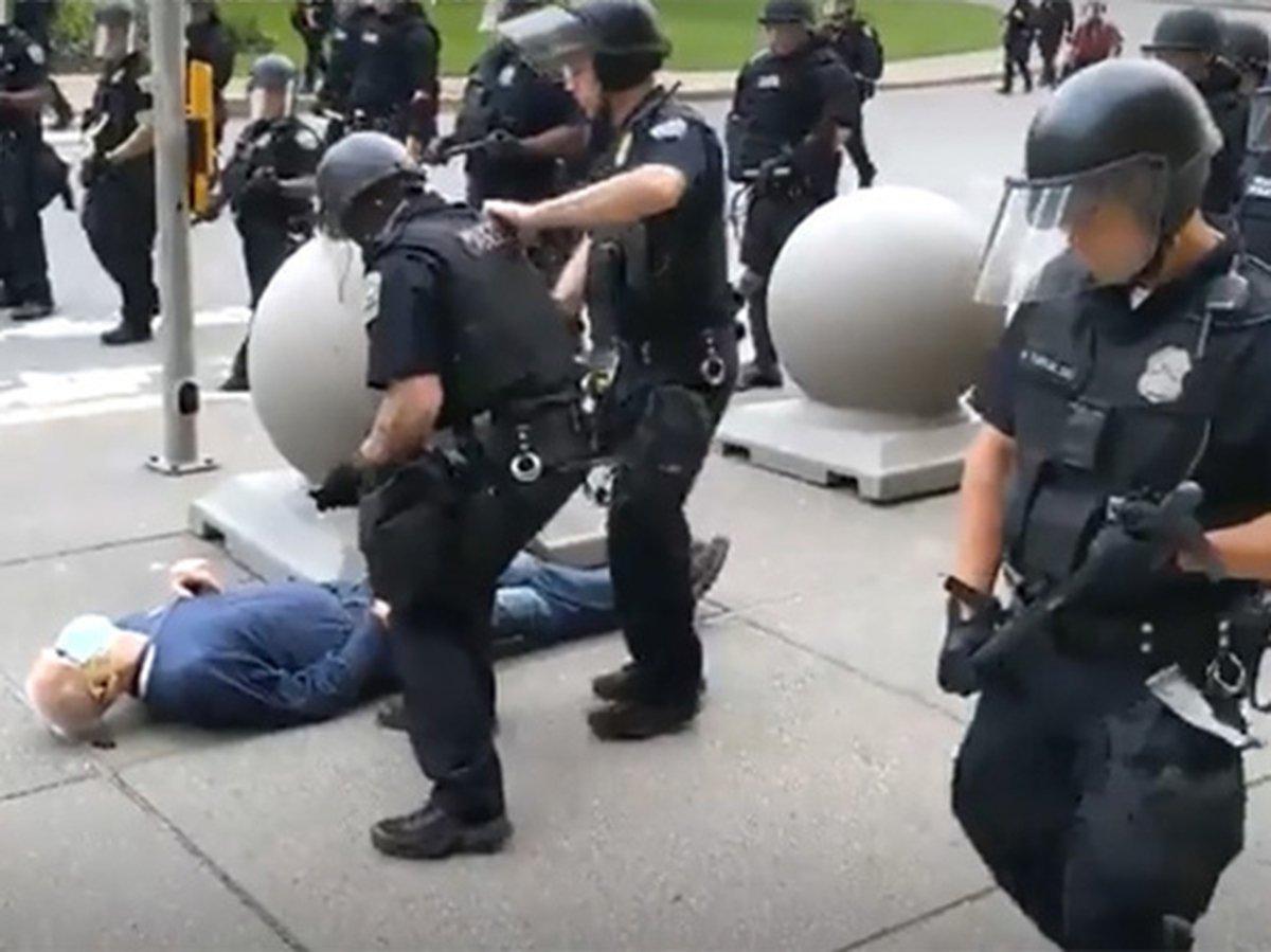 Полиция в США избила больного раком старика