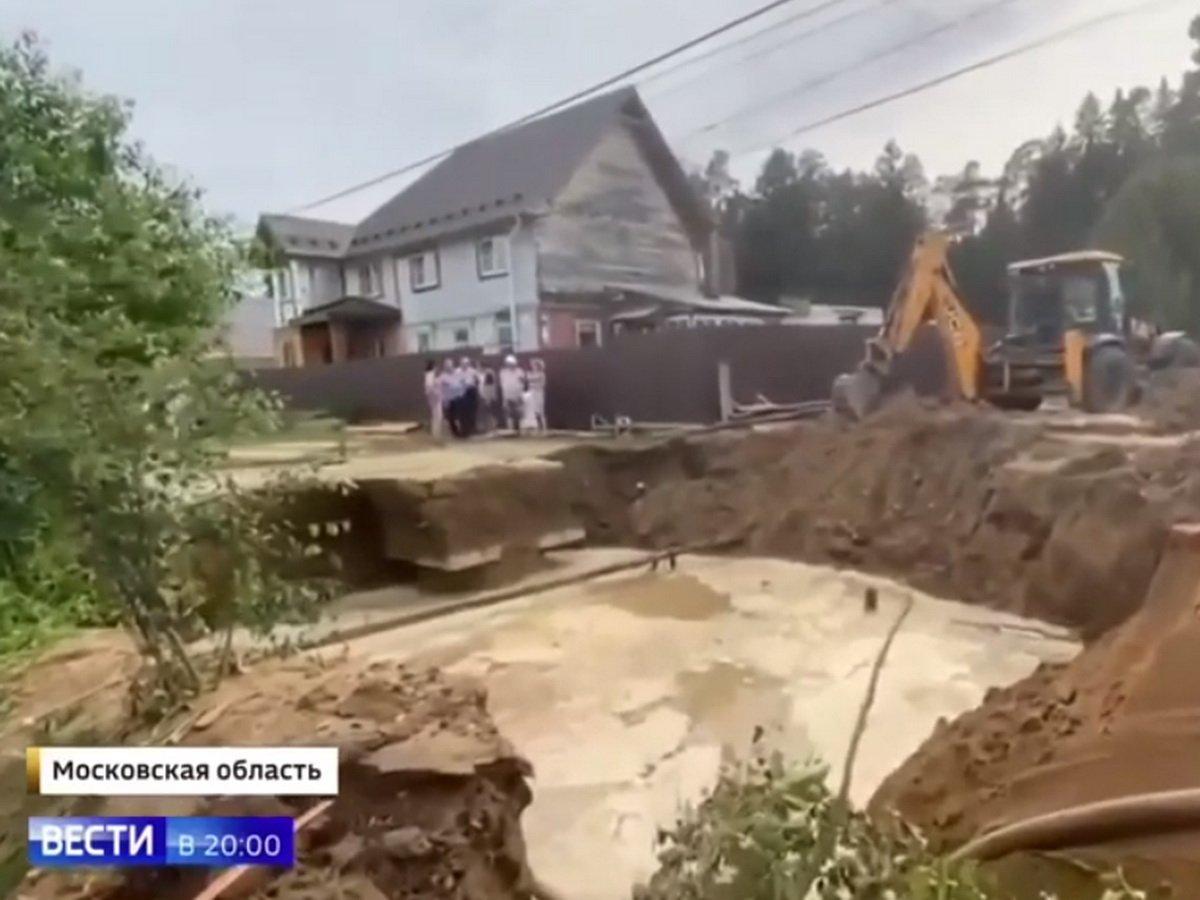 В поселке Вербилки прорвало канализацию