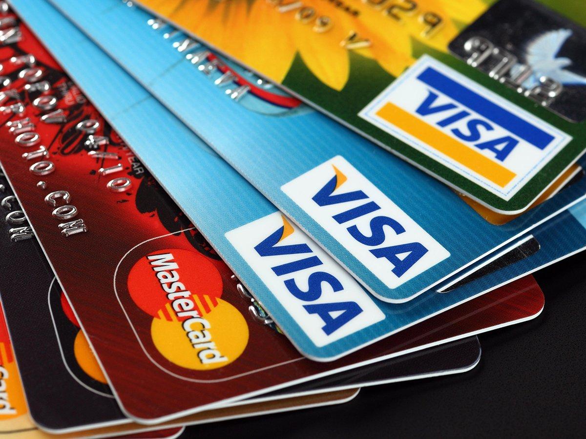 СМИ: выпуск банковских карт в России может стать платным