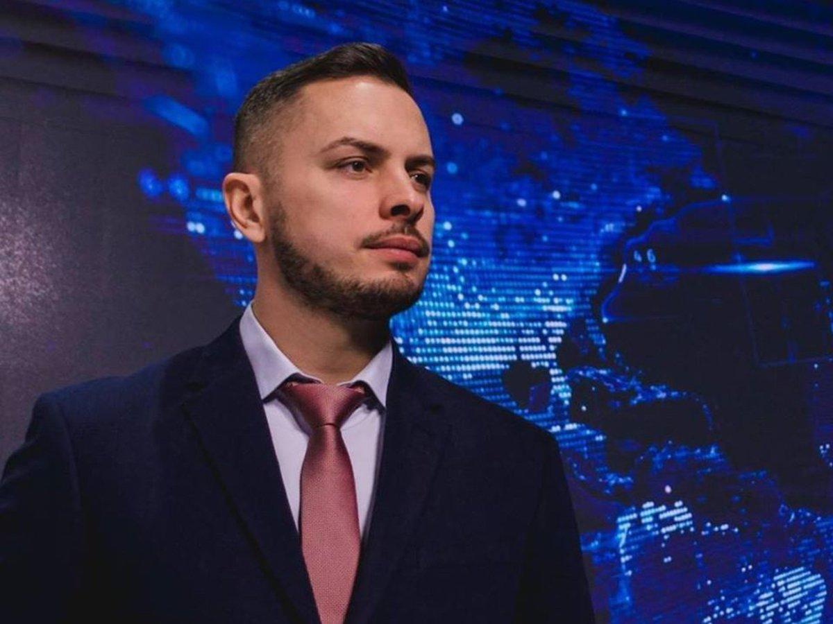 Журналист Вестей Владимир Жаринов