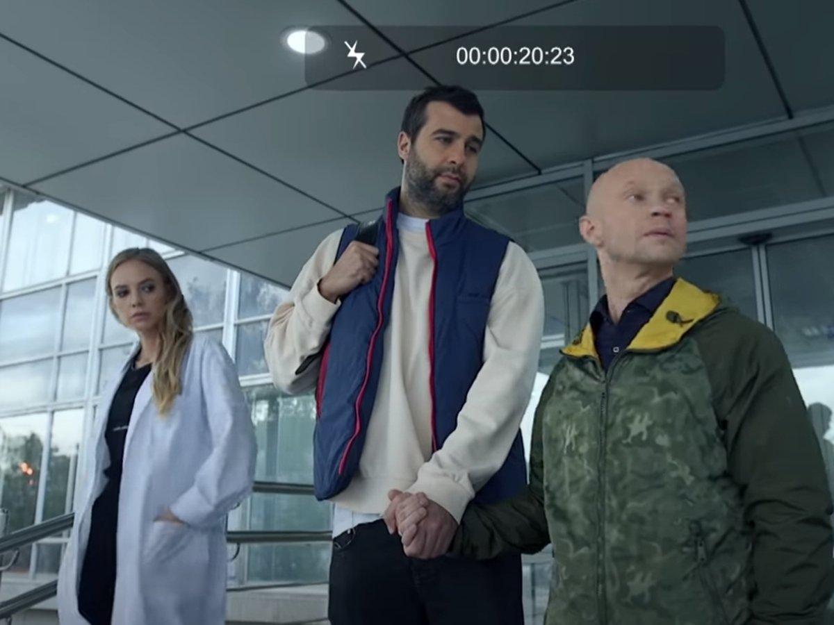 Ургант и Гудков усыновили Хрусталева в пародии