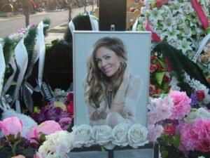 опубликовано секретное фото с похорон Началовой