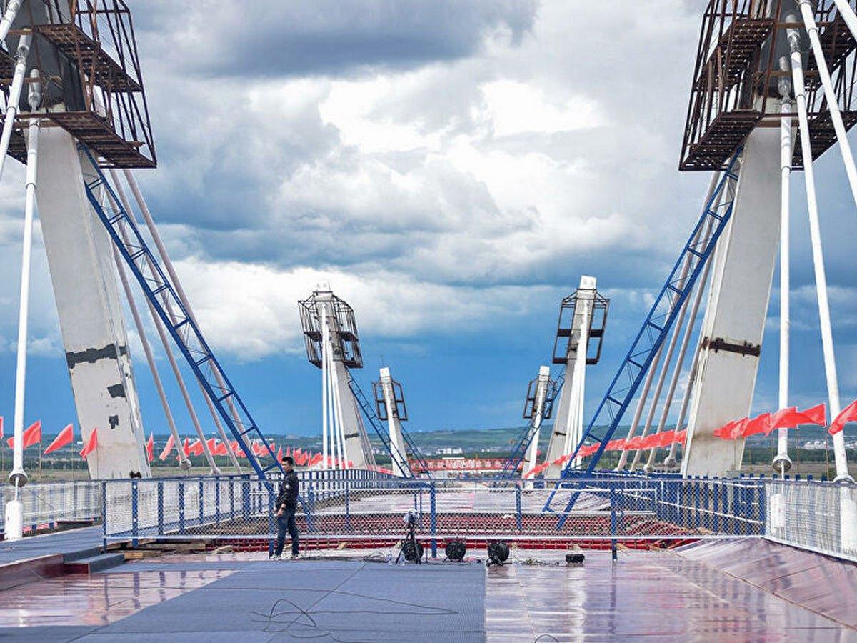 Опубликованы кадры первого моста, связывающего Россию и Китай
