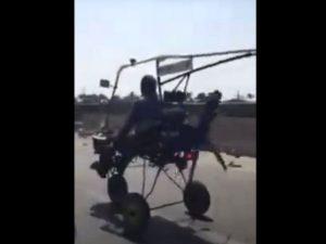 Механик-самоучка насмешил интернет-пользователей необычным транспортным средством