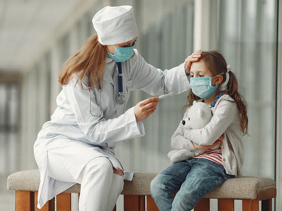 Признаки коронавируса у взрослых и детей различаются