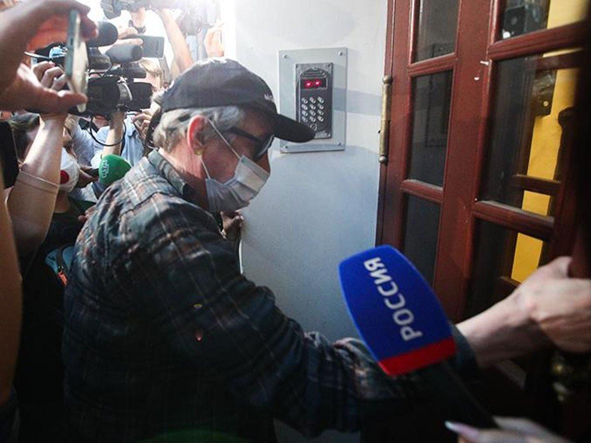 Михаила Ефремова хотят пожизненно лишить водительских прав