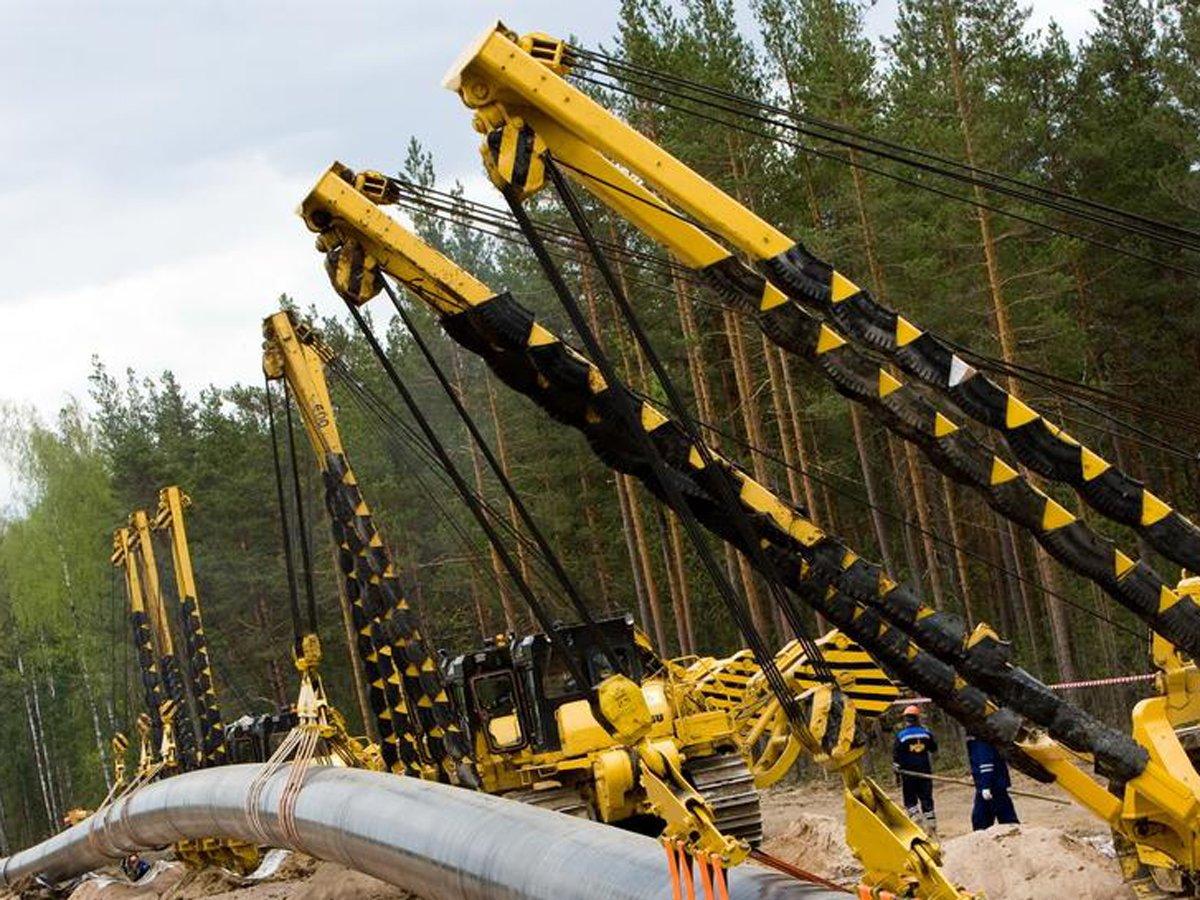 Газпром демонтирует трубы нефтепровода на Украину