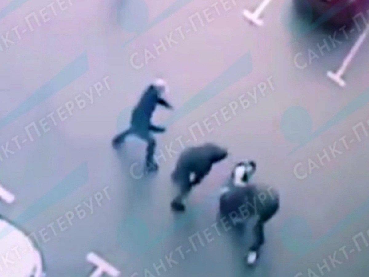 В Петербурге грабители отняли у сотрудников логистической фирмы 10 миллионов рублей