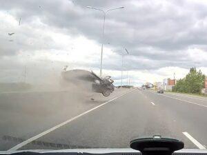 Водитель Kia чудом остался жив, устроив зрелищное ДТП