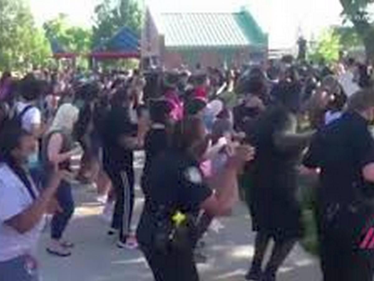 Танец национальной гвардии США под «Макарену»