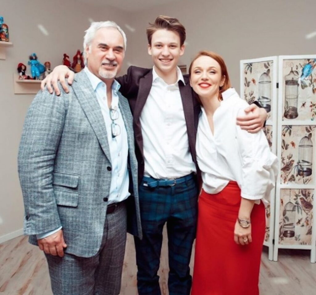 Меладзе с Джанабаевой и старшим сыном