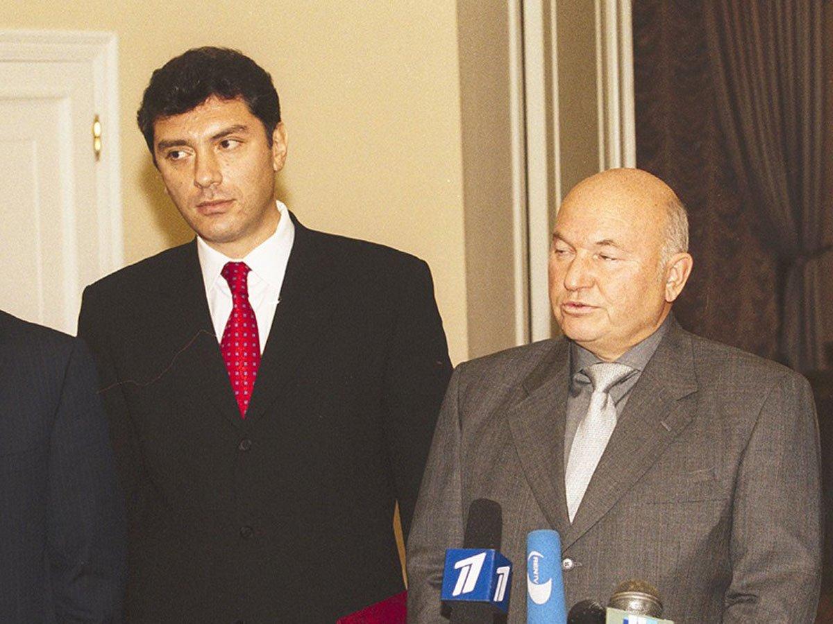 Суд мертвецов: убитый Немцов выиграл тяжбу у скончавшегося Лужкова
