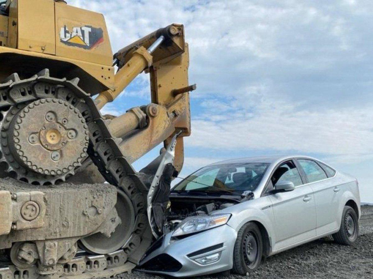 Трактор Норникеля раздавил машину