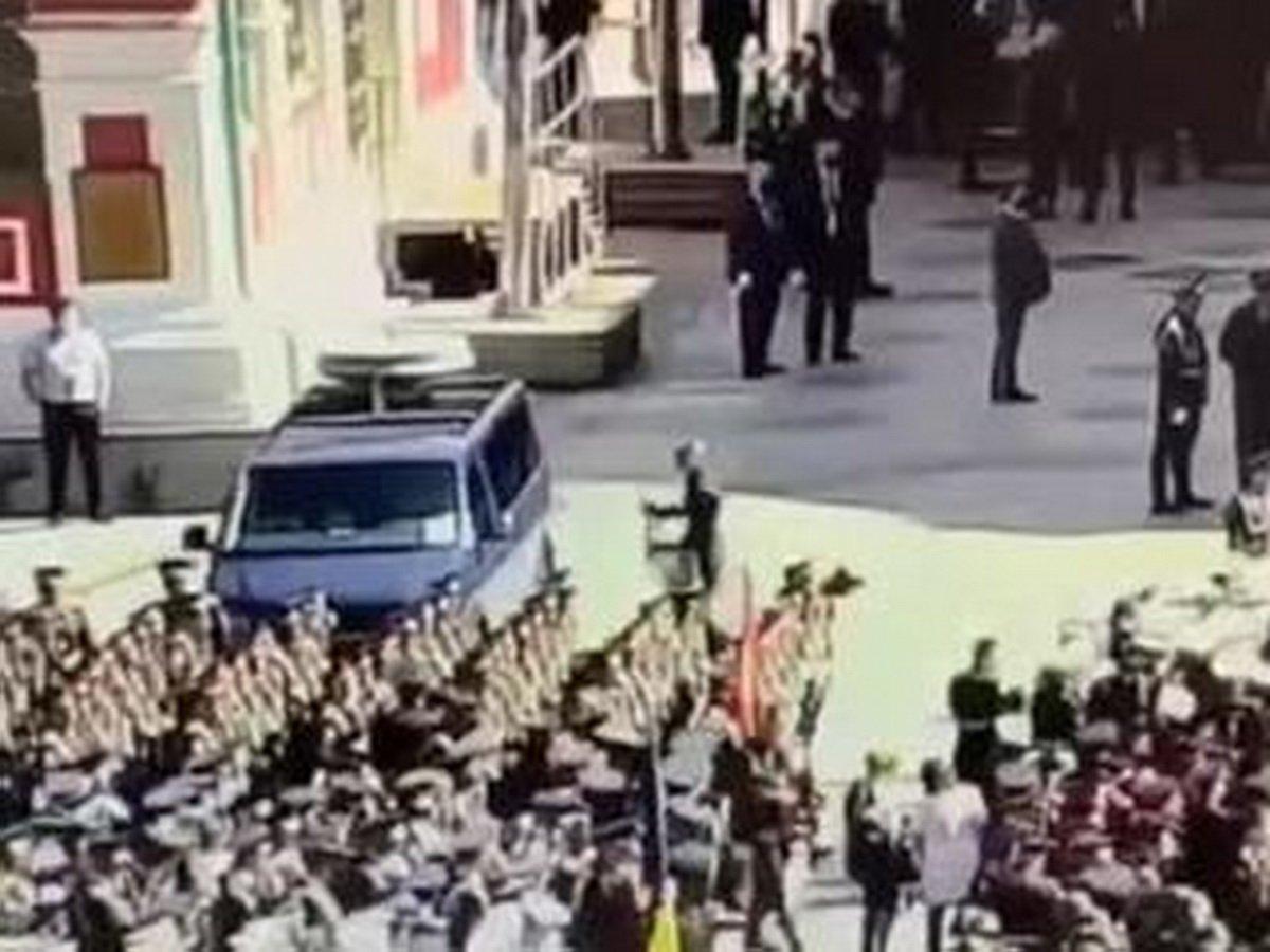 На параде в Москве разбили машину ФСО