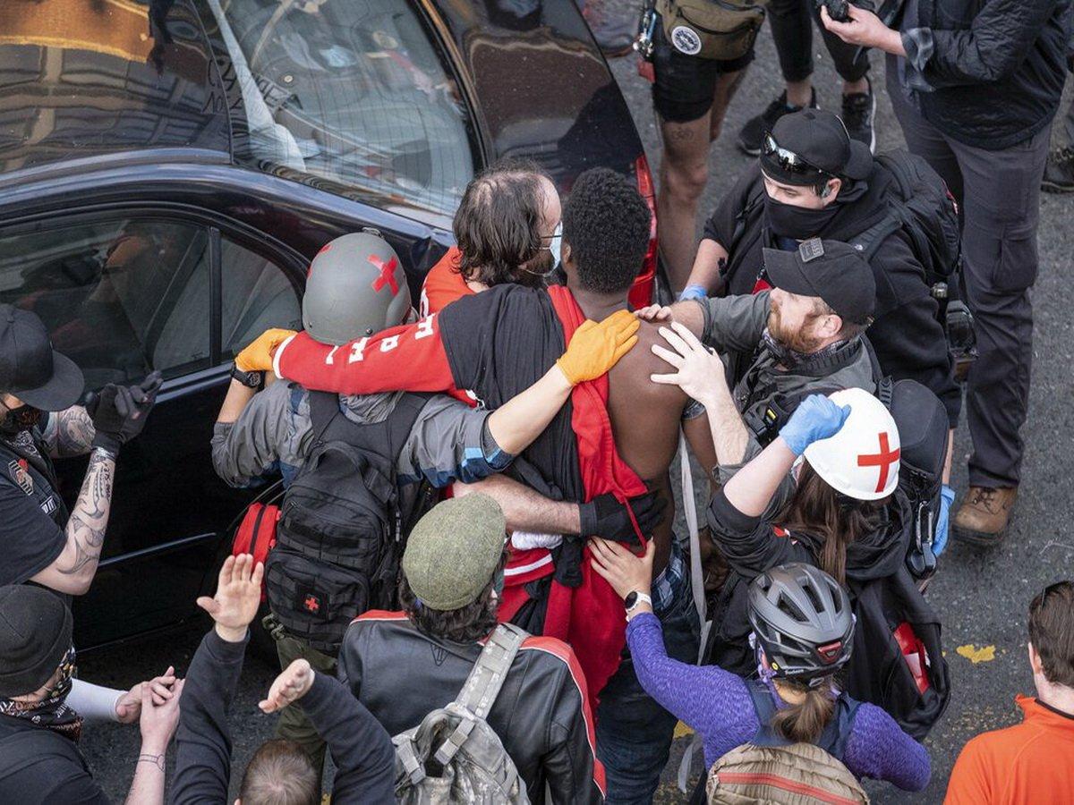 В Сиэтле автомобиль въехал в толпу протестующих