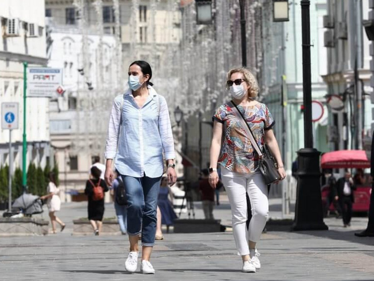 Россиян обяжут ходить в масках до осени