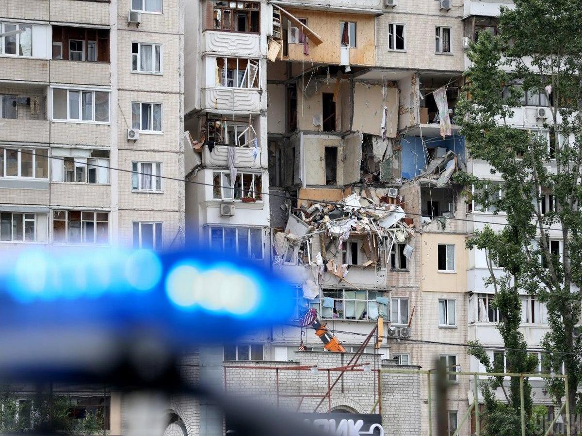 Момент взрыва в киевской многоэтажке попал на видео