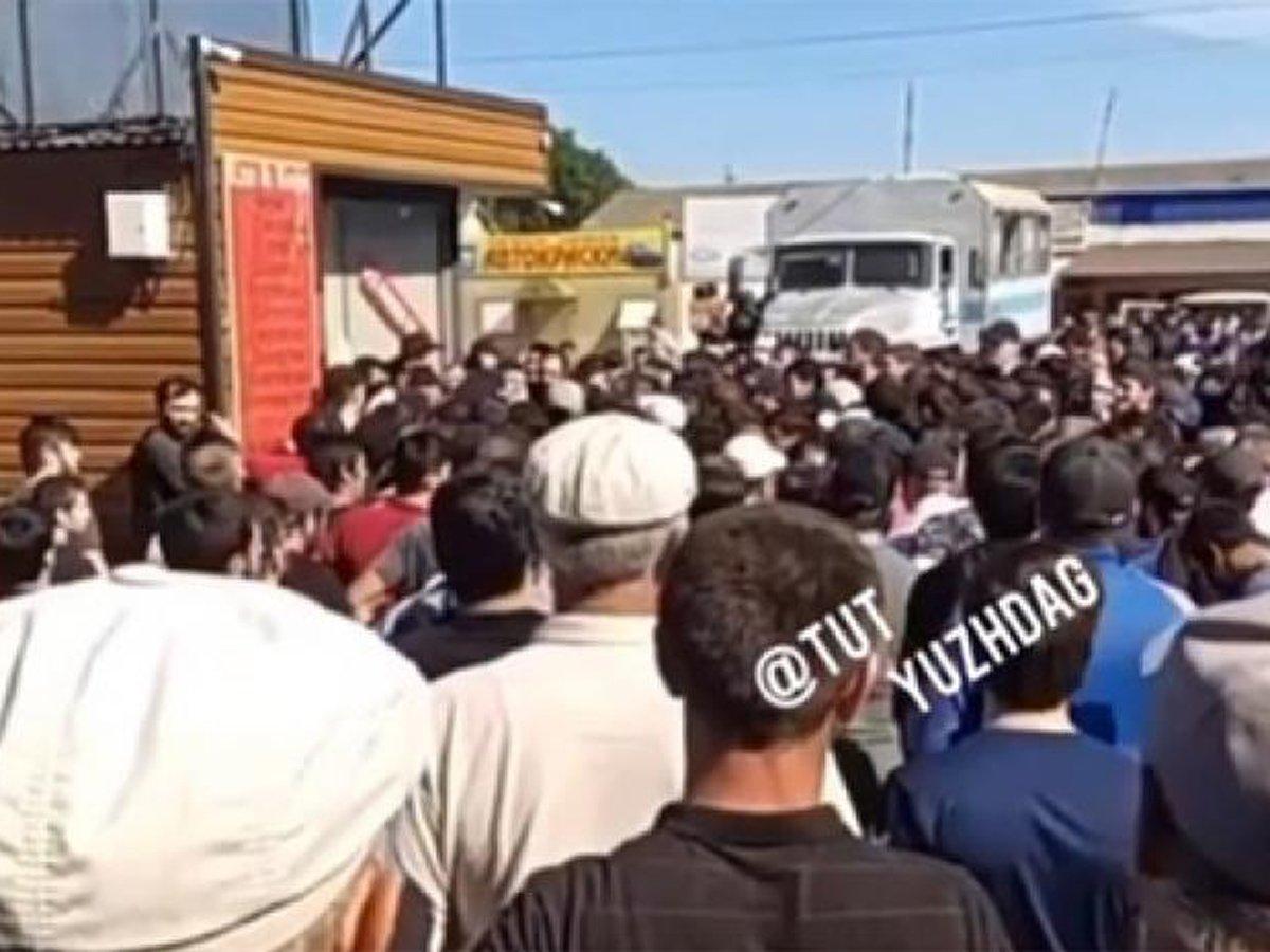 В Дагестане жители протестуют против избитого за нарушение самоизоляции старика (ВИДЕО)