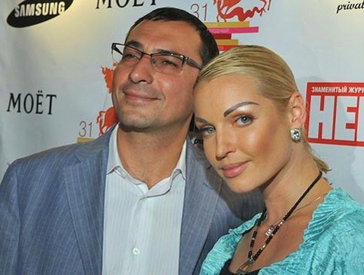 «Живет припеваючи»: Волочкова отсудила у экс-мужа деньги за 22 квартиры