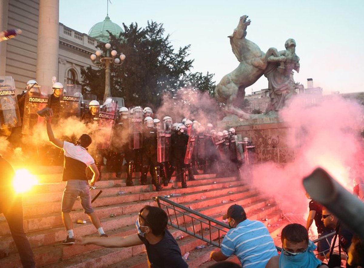 Беспорядки в Белграде из-за коронавируса