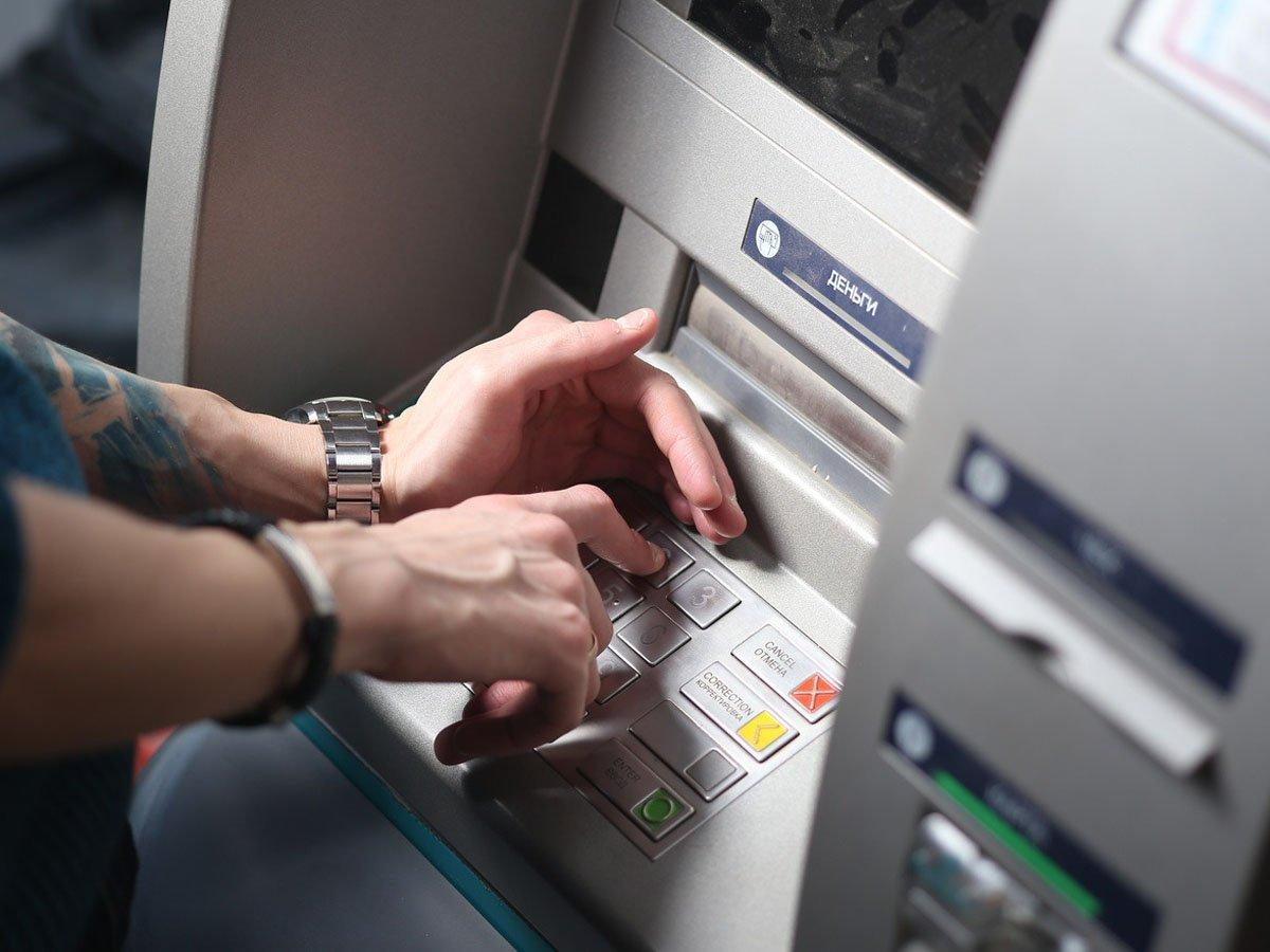 ЦБ предупреждает: деньги могут исчезнуть с карт