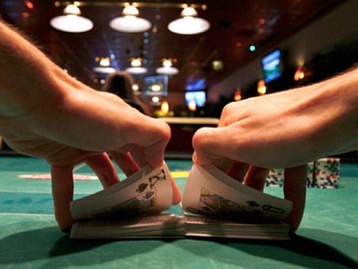 Кассирша казино вывела 63 млрд рублей из России