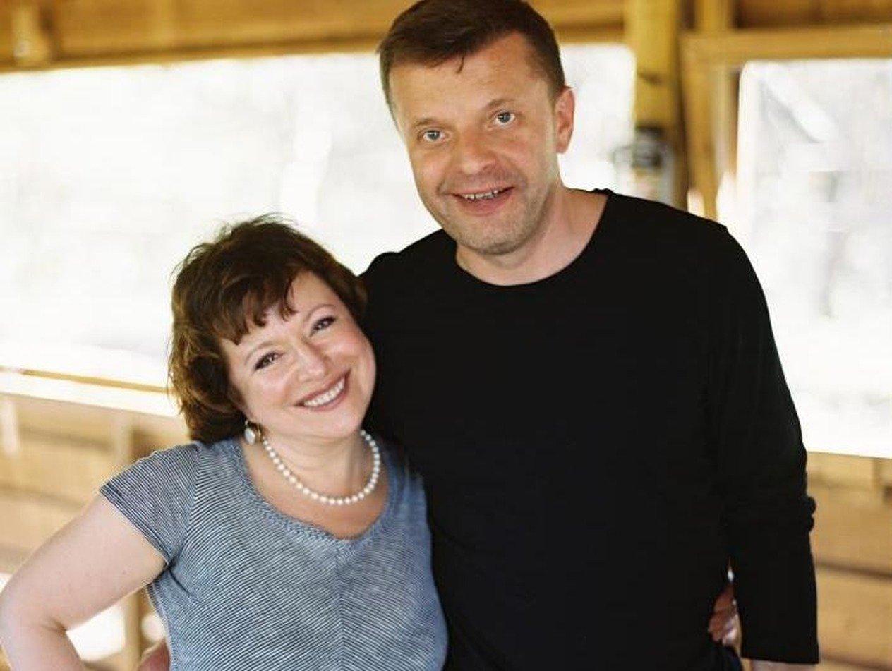 «Люди ненормальные»: жена Парфенова объяснила внезапный отъезд из России