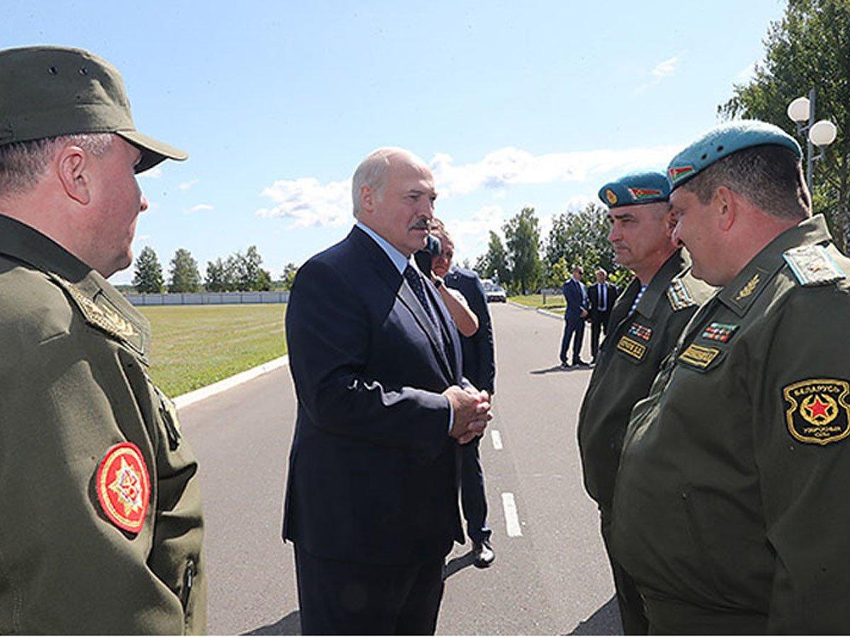 Лукашенко пригрозил в случае майдана применить армию