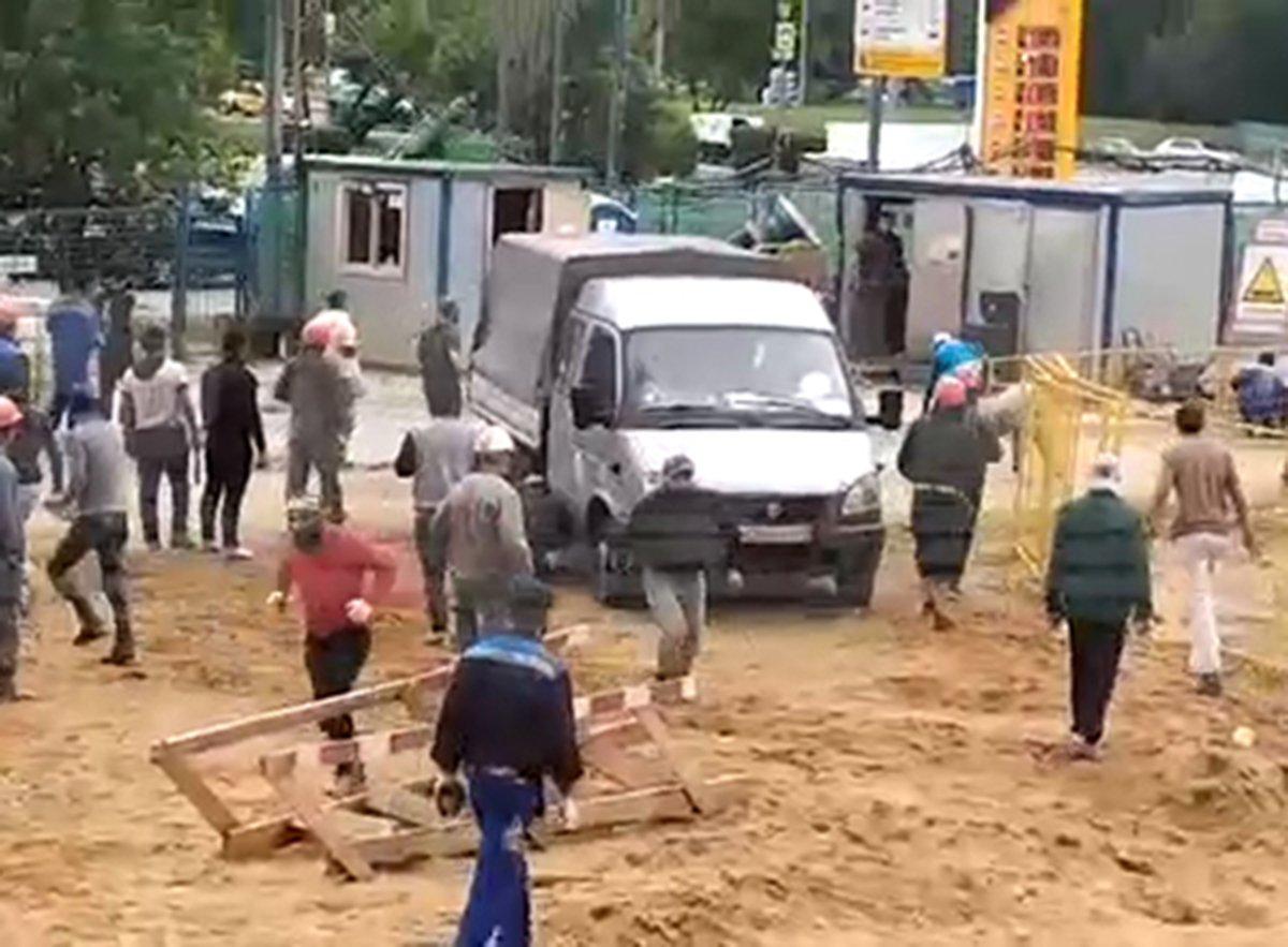 Массовая драка из-за невыплаты зарплат в Москве