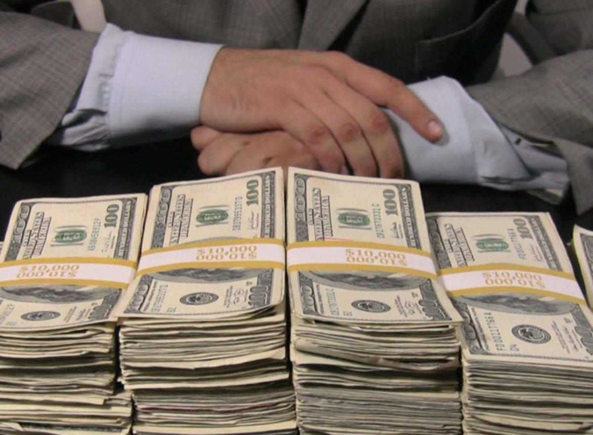 Миллионеры попросили поднять им налоги ради борьбы с коронавирусом