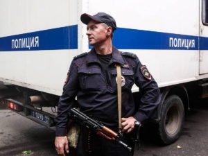 На Западе столицы москвичка забаррикадировалась в квартире и угрожает убить детей