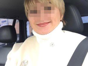 Москвичка выпала из окна, спасаясь от поившего ее уксусом мужа