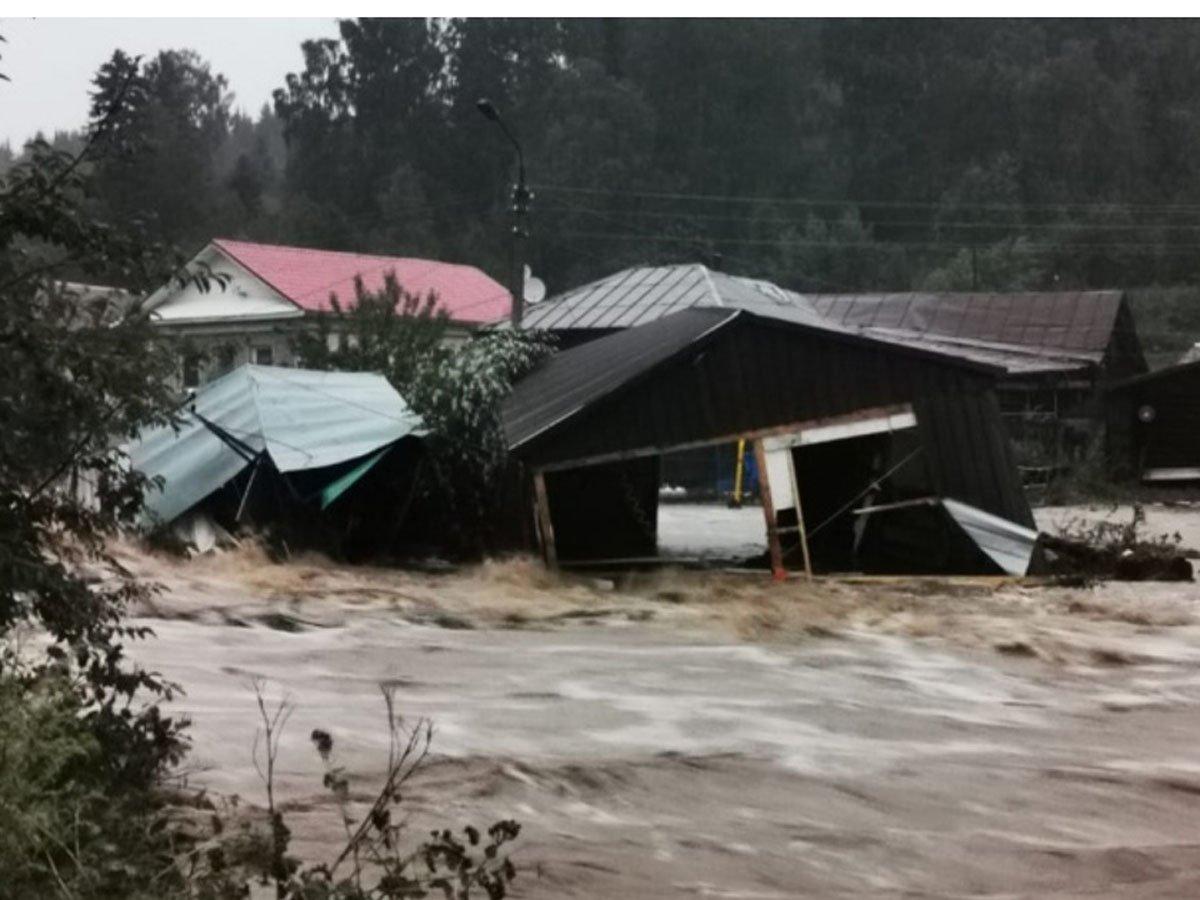 Из-за ливней затопило уральский город Нижние Серги