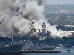 Пожар на десантном корабле в США
