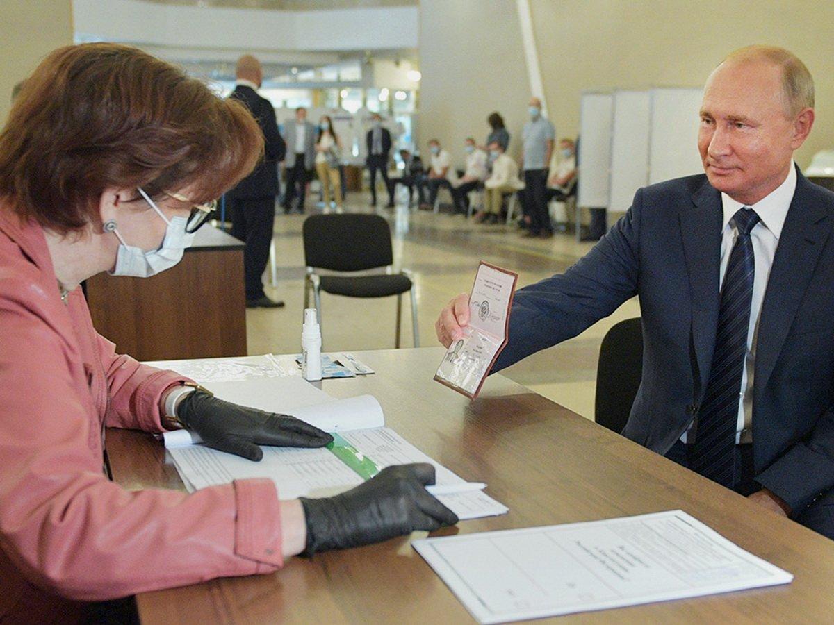 Путин на голосовании без маски