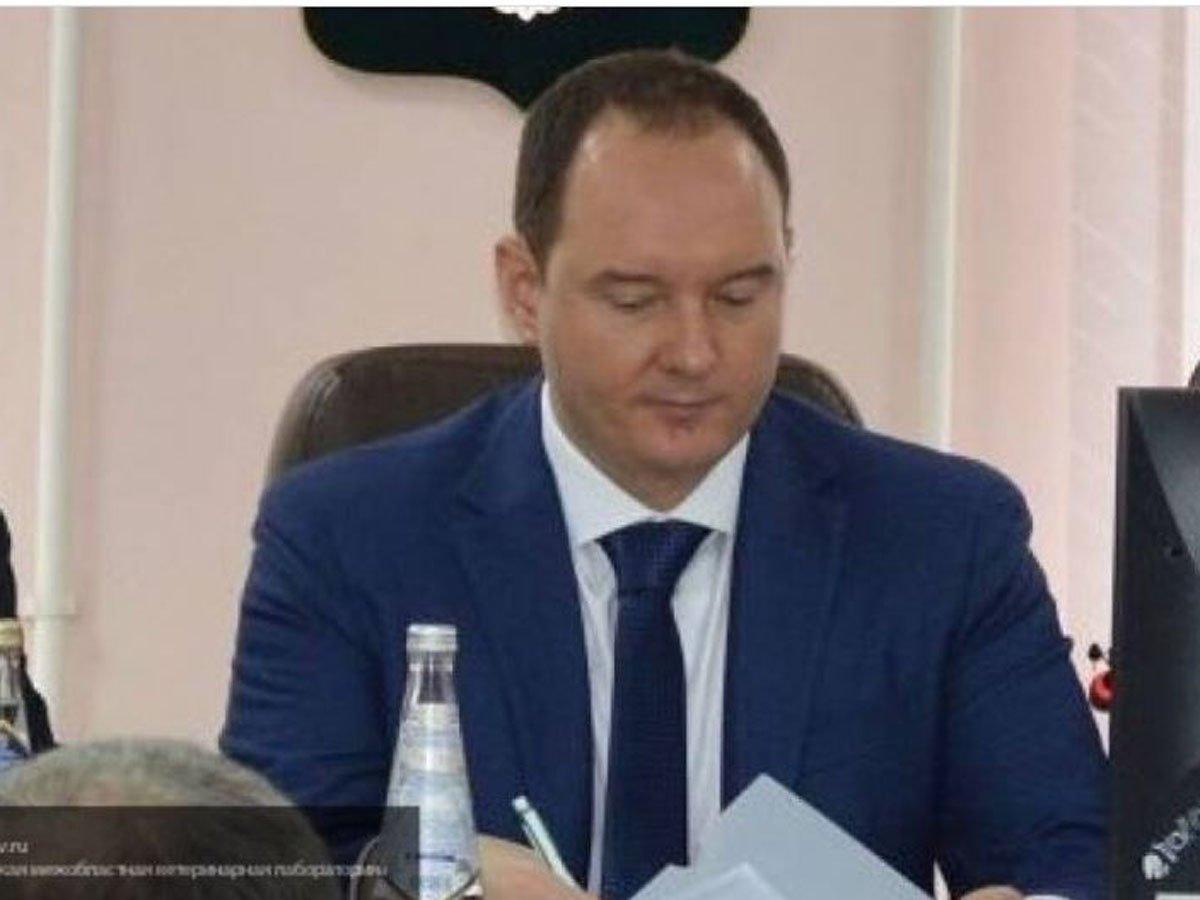 Российского чиновника, обвиняемого в растлении, оставили под домашним арестом