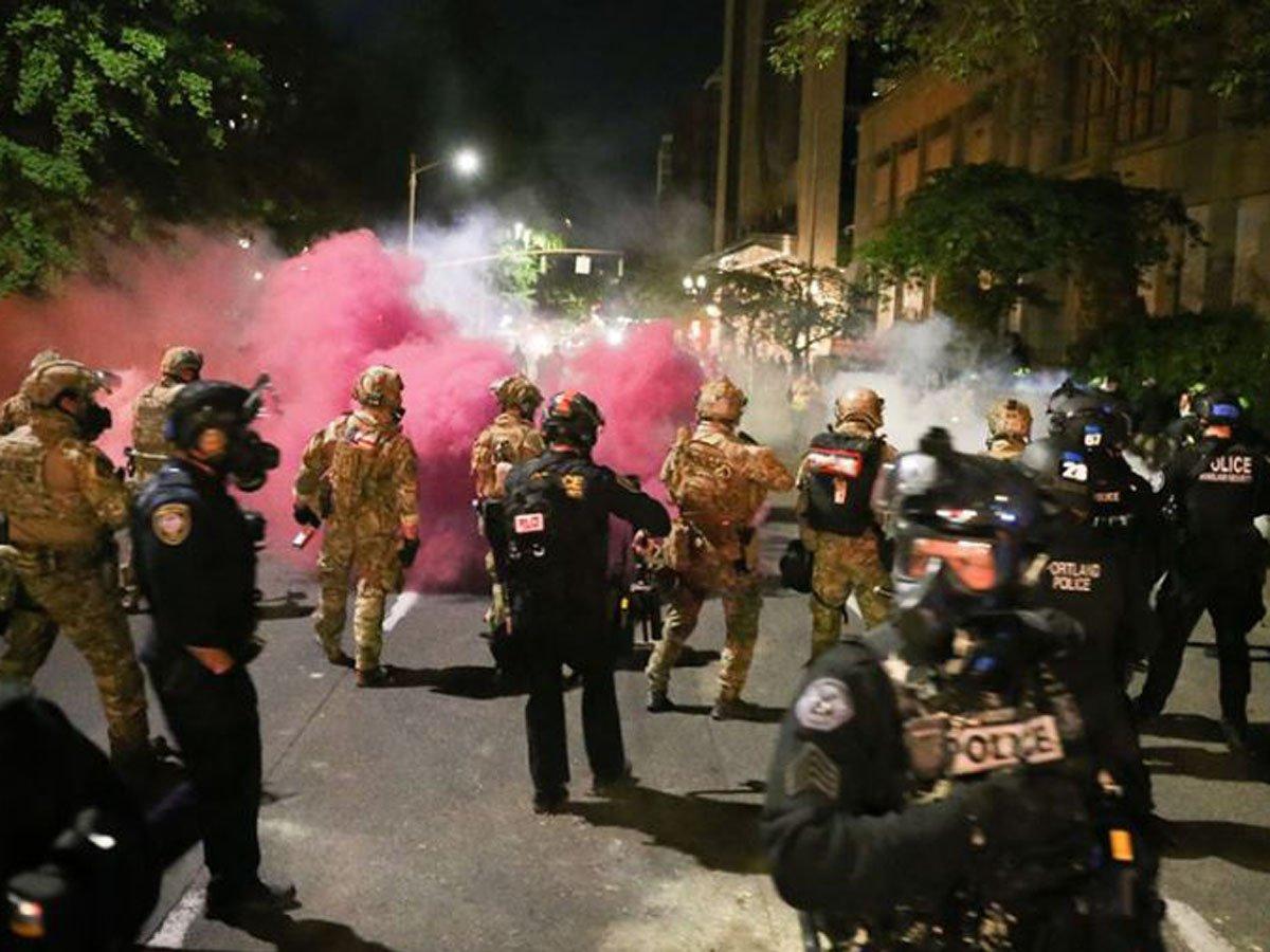 Полицейские в США напали на группу Первого канала