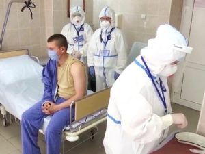 Россияне, испытавшие вакцину от COVID-19, рассказали об ощущениях