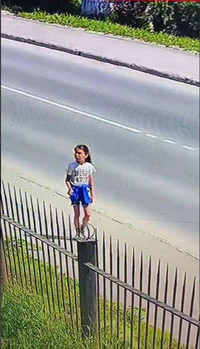 Вика Теплякова попала в объектив камеры наблюдения