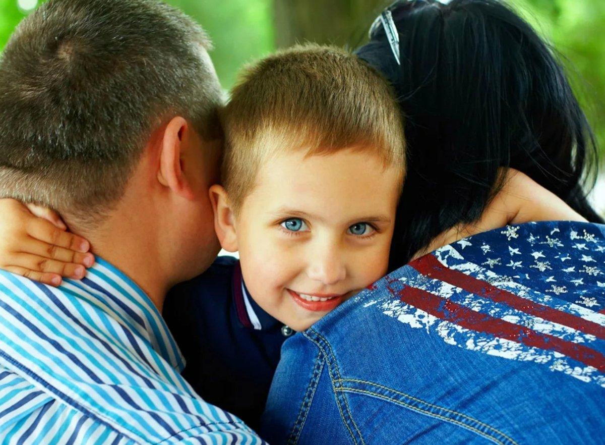 В Госдуму внесли законопроект о запрете на усыновление детей однополыми парами