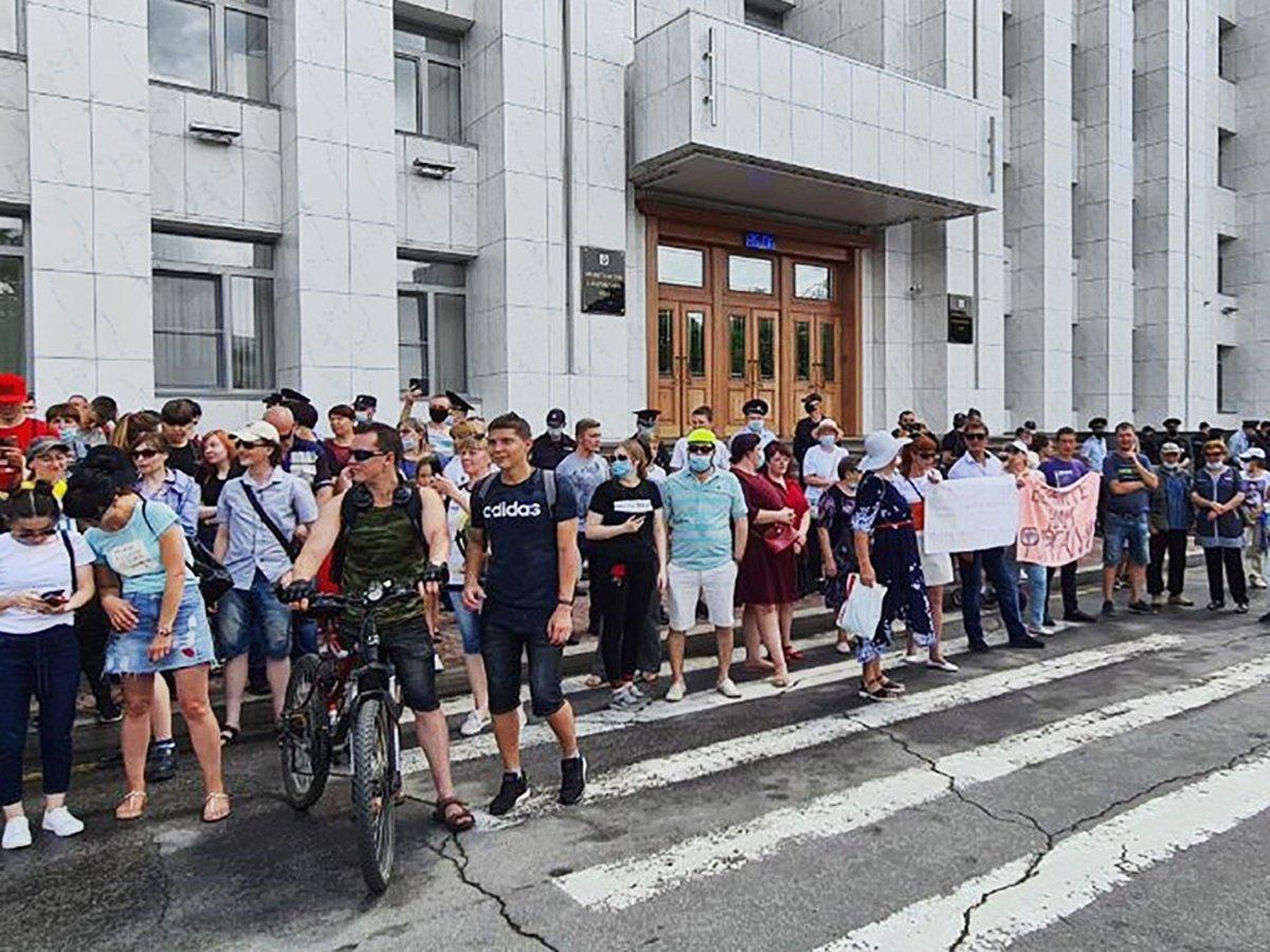 В Хабаровске снова идет митинг в поддержку губернатора Фургала