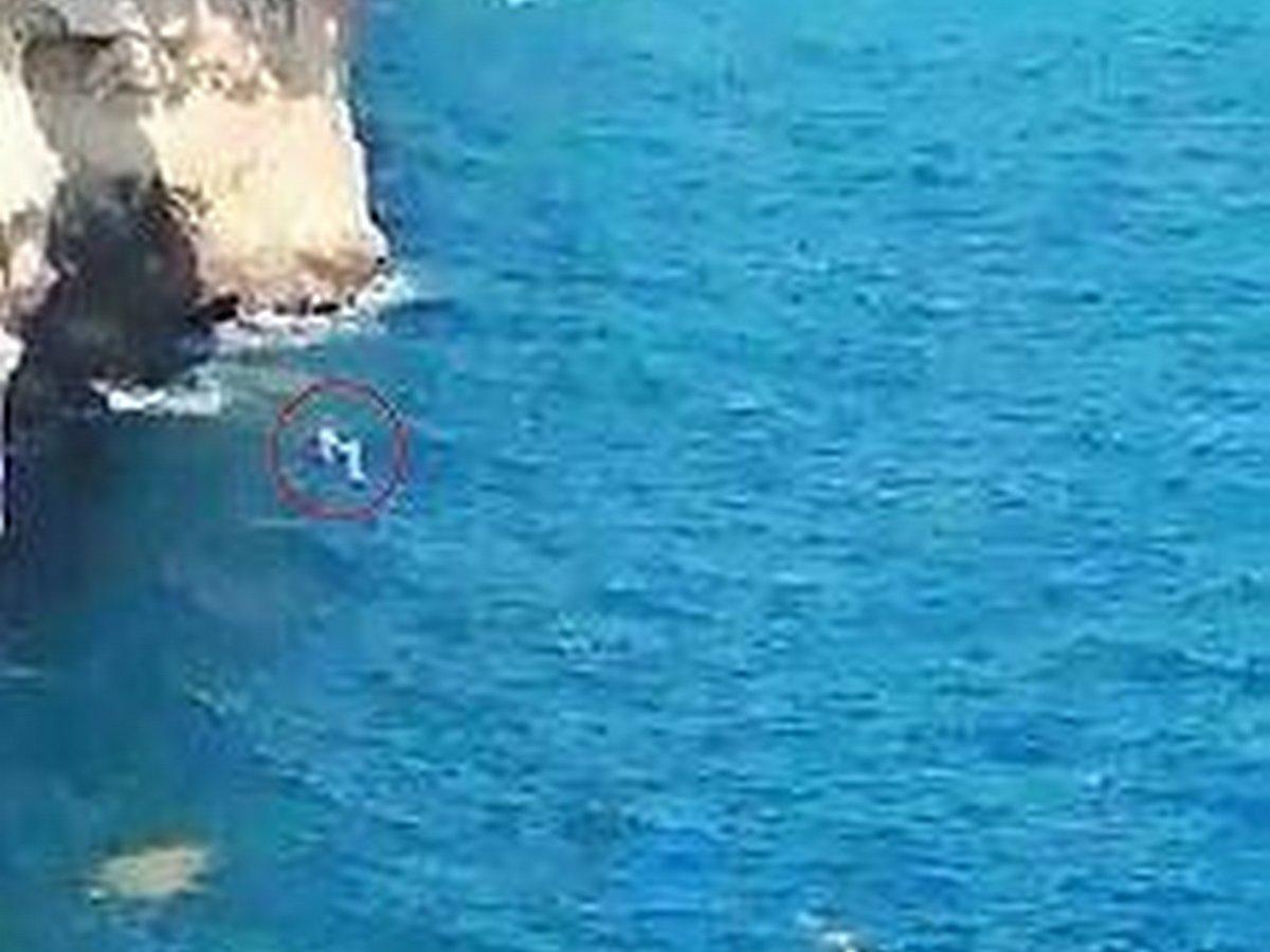 Турист на спор прыгнул с 40-метровой скалы