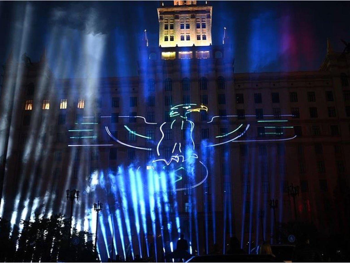 Челябинцам показали лазерное шоу со свастикой и Гитлером