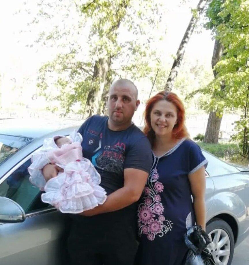 Семья Кириченко с новорожденной