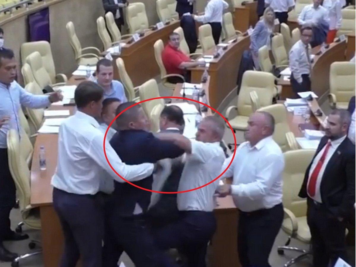 Ульяновские депутаты устроили драку во время заседания
