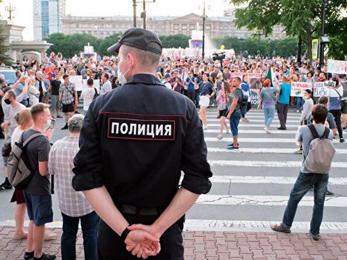 На митинге в Хабаровске изъяли ножи и топор