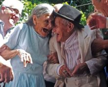 Старички смеются