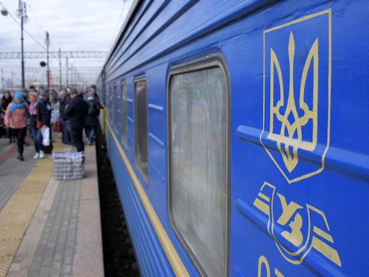 На Украине затопило поезд